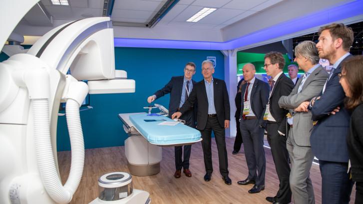Philips-topman Frans van Houten: 'Artsentekort kan opgelost worden met specialist op afstand'