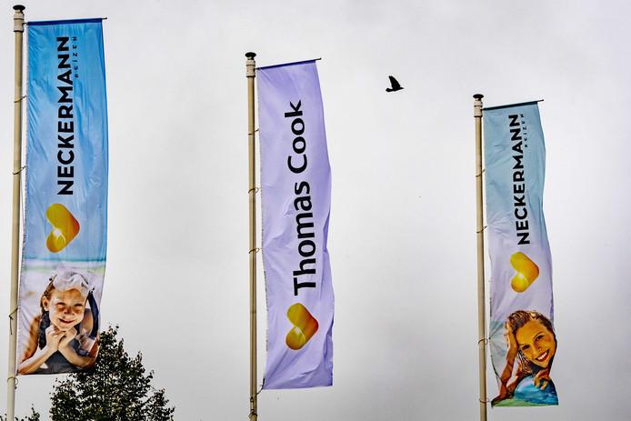 Bedrijfsvlaggen bij het hoofdkantoor van touroperator Thomas Cook.