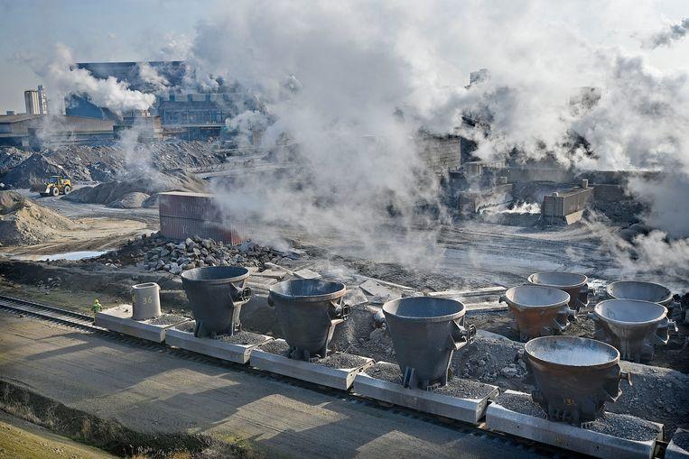 Tata Steel ligt al langer onder vuur vanwege grafietregens.  Beeld Guus Dubbelman / de Volkskrant
