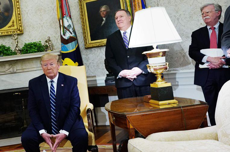 Amerikaans president Donald Trump met minister van Buitenlandse Zaken Mike Pompeo en Nationaal Veiligheidsadviseur John Bolton.