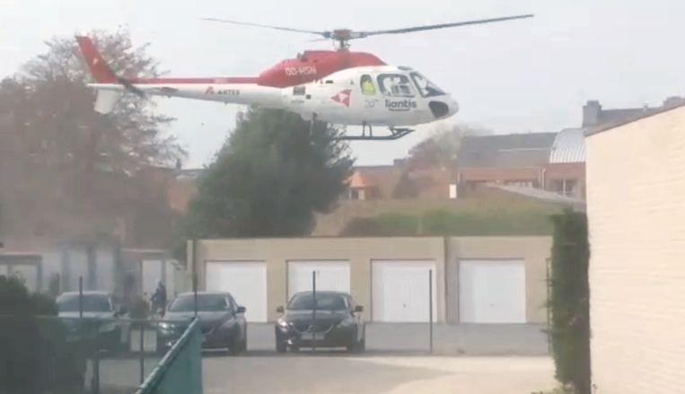 De heli landde op een parking.