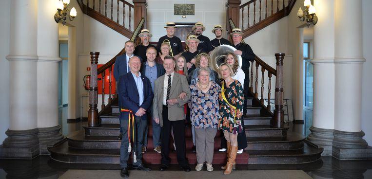 De jubilarissen en hun familie werden op het stadhuis ontvangen.