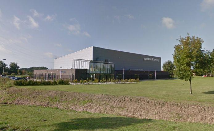 Op sporthal Maaswijk komt een zonnepark. De coöperatie Voorne-Putten Energie zoekt bewoners die willen investeren.