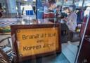 Een waarschuwingsbordje dat in de studio van Hanso Idzerda hing.
