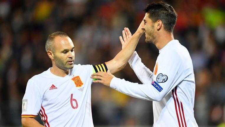Iniesta (links) en Morata ontbreken voor de WK-kwalificatieduels van Spanje.