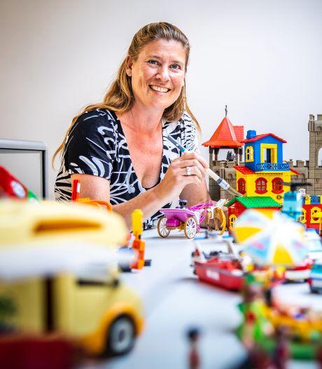 Kiki verkoopt straks tweedehands Playmobil en LEGO op de Voorstraat: 'Hele kinderkamers haal ik leeg'