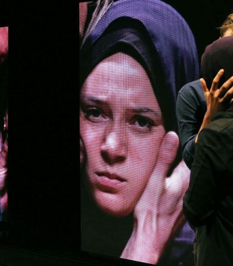 IS-slachtoffers zijn woedend over Nederlands toneelstuk over Syriëgangster Laura H.
