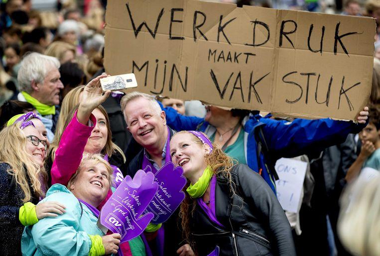 Stakende leraren en ander onderwijspersoneel uit Zuid-Holland en Zeeland tijdens een eerdere actie in september. Beeld ANP