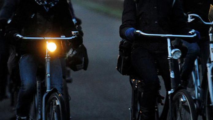Veel minder boetes voor fietsen zonder verlichting | Den Haag | AD.nl