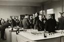 De officiële opening van de nieuwbouw van de Lagere Technische School (LTS). De openingsrede werd gehouden door de inspecteur-generaal van het nijverheidsonderwijs mr. ir. M. Goote. Op de foto o.a. directeur G. Mulder (bril, opgeschoren haar).