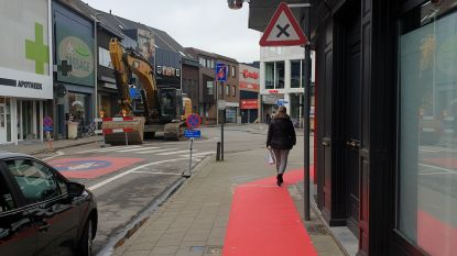 Nieuwe fase van wegenwerken: Yzerhand dicht vanaf 3 februari, rode loper bakent veilige zone af