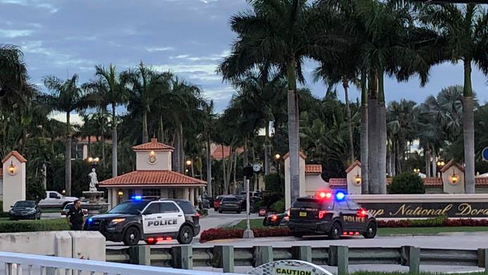 Politie bij het golfresort van de Amerikaanse president Trump.