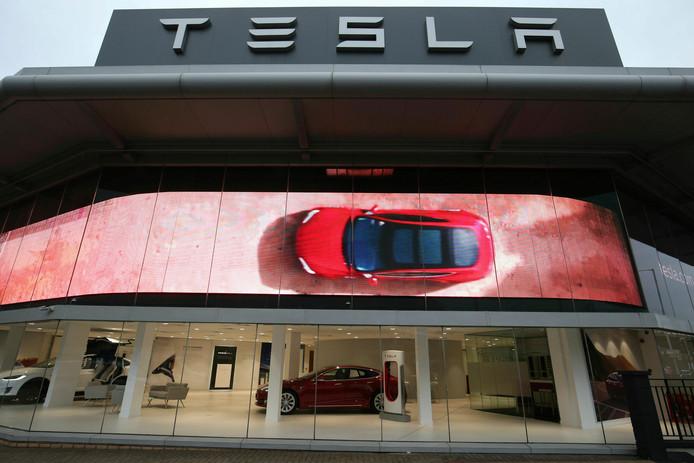 Tesla sluit binnen een aantal maanden de meeste showrooms wereldwijd.