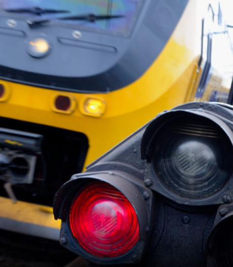 Treinverkeer tussen Lelystad en Almere weer hervat nadat het vanwege verdachte situatie werd platgelegd