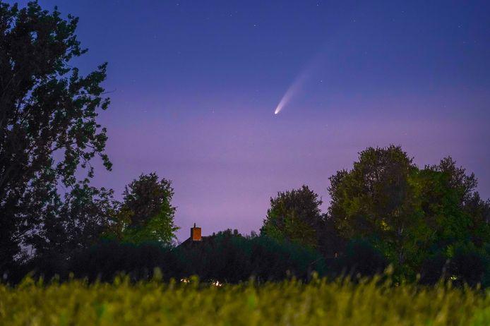 Komeet Neowise boven nuenen