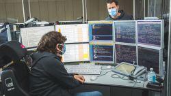 """""""Werken achter plexiglas en mondmasker op bij verplaatsing"""": achter de schermen in het seinhuis van Gent-Sint-Pieters"""