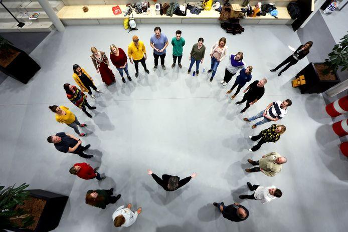 De repetities voor de Oosterhoutse Nieuwjaarsrevue zijn in volle gang in de aula van het Mgr. Frenckencollege.