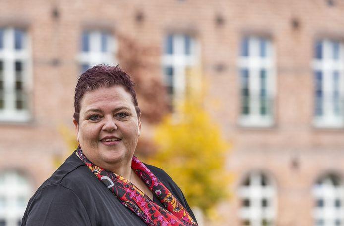 Joan Elkerbout geeft therapie aan mensen die gepest worden.