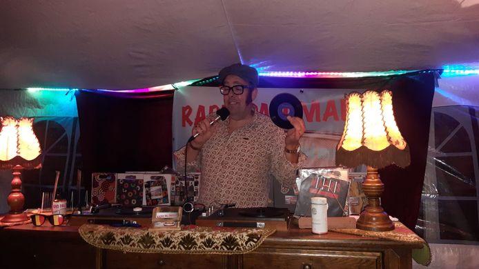 De drive-in-discotheek  van zaterdagavond.