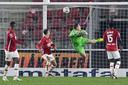 Teun Koopmeiners, keeper Hobie Verhulst, Bruno Martins Indi zien de 1-2 van Evert Linthorst.