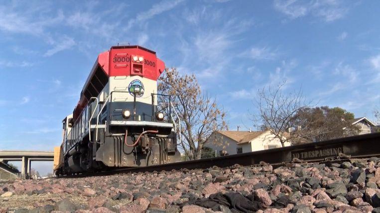 De trein sleurde het meisje 150 meter ver mee.