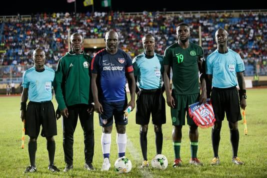 George Weah voor de oefeninterland tegen Nigeria.