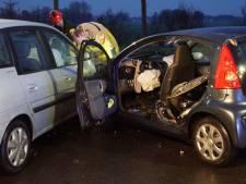 Auto's botsen op elkaar in Borculo