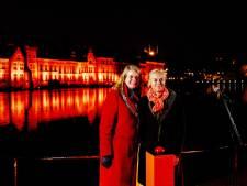Gebouwen, brug en boom op Voorne-Putten kleuren oranje (en dit is waarom)