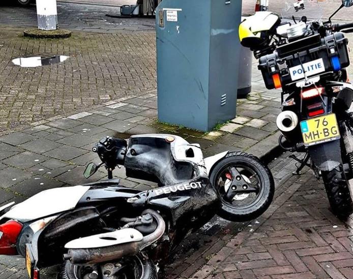 De in beslag genomen scooter in Arnhem.