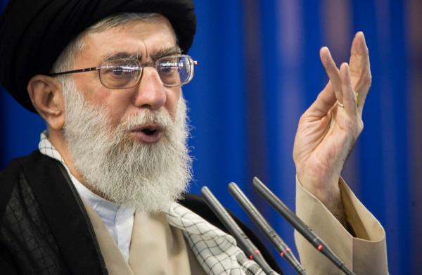 **Hoogste Iraanse leider dreigt uraniumverrijking te hervatten als Europa atoomakkoord niet redt**