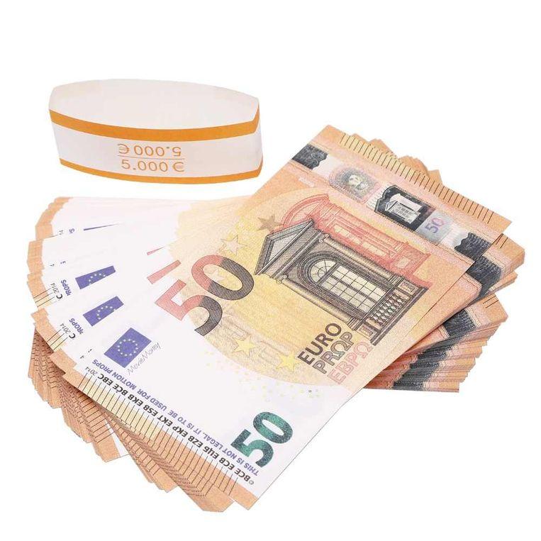 De valse biljetten met linksboven het opschrift 'Movie Money' in plaats van de handtekening van Mario Draghi.