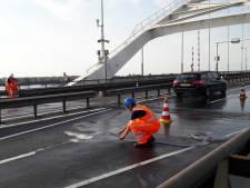 Rijkswaterstaat koelt bruggen in de regio in verband met hitte