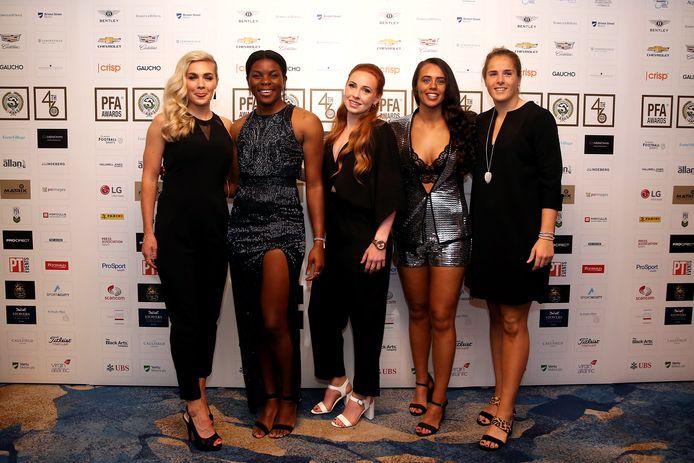 Brighton & Hove Albion-speelsters Emily Simpkins, Ini Umotong, Sophie Harris, Laura Rafferty en Danielle Buet.