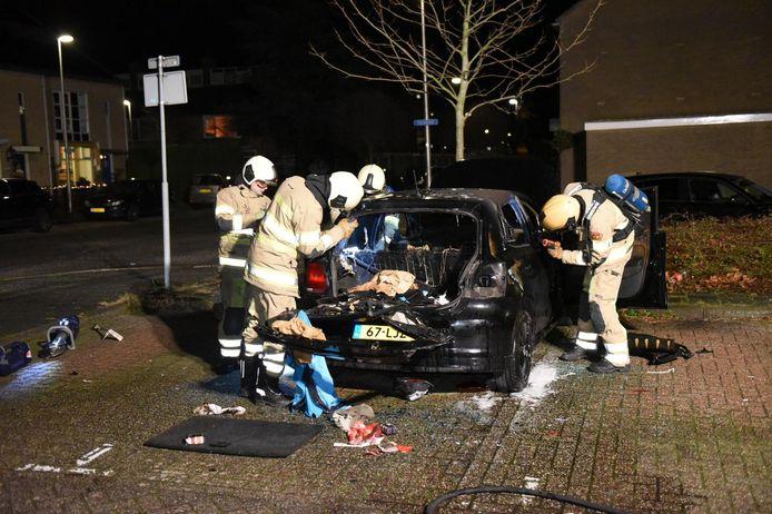 Aan de Perudreef in Utrecht Overvecht ging vanavond opnieuw een auto in vlammen op.