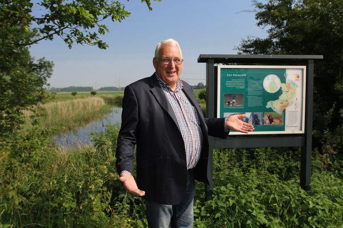 Rien Kap krijgt het niet voor elkaar dat Nieuw-Helvoet en Nieuwenhoorn ook eigen, blauwe plaatsnaamborden krijgen.