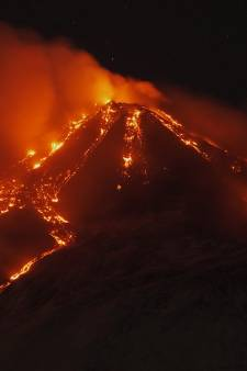 La nouvelle éruption de l'Etna a illuminé le ciel nocturne de Sicile