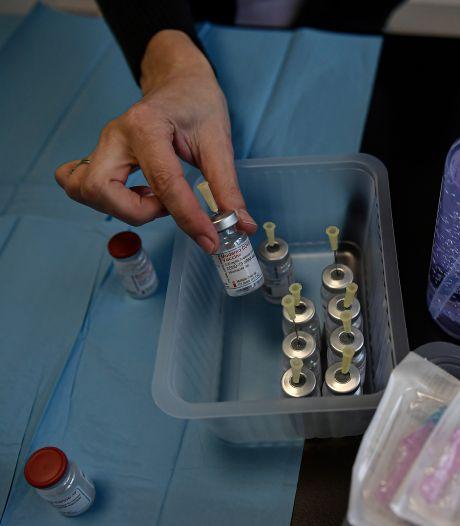 Polémique en Espagne: militaires et politiques ont été vaccinés alors qu'ils n'étaient pas prioritaires