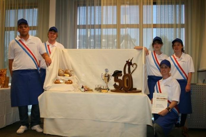 Het team van Rijn IJssel College dat de titel 'Lekkerste school van Nederland' veroverde. foto Stichting Jeugdvakwedstrijden