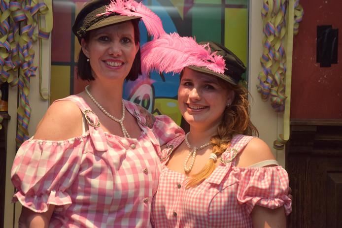Het lesbische boerenbruidspaar in Riel.