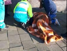 Hoogbejaarde belandt in ziekenhuis door losliggende stoeptegels