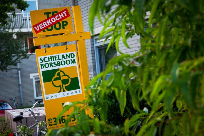 Het huizenaanbod is vooral in de Randstad opgedroogd, zegt het CBS.