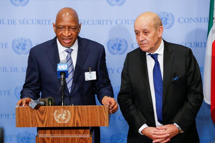 De Malinese premier Soumeylou Boubeye Maiga (links) vorige maand in het hoofdkantoor van de VN in New York. Naast hem de Franse minister van Buitenlandse Zaken Jean-Yves Le Drian.