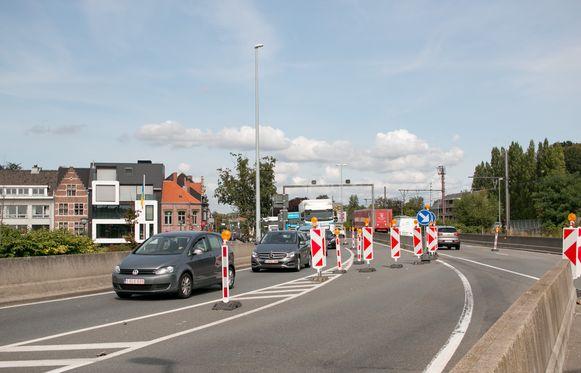 De werken veroorzaken heel wat verkeershinder op de N16.