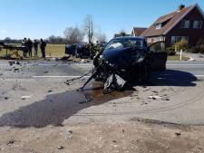Ongeval met 3 auto's in Albergen, weg tijdelijk afgesloten