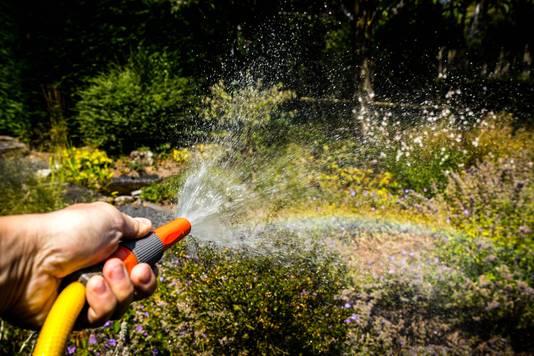 Goede waterhuishouding in de tuin is belangrijk, zodat je in tijden van droogte niet hoeft te sproeien en planten niet doodgaan.