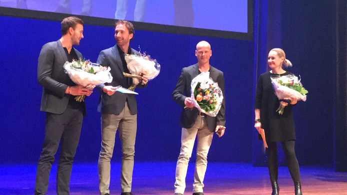 Matwé Middelkoop (tweede van links). Helemaal rechts Minke Booij.