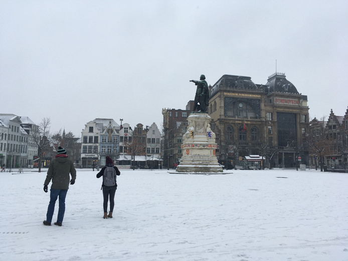 Sneeuw op de Vrijdagmarkt