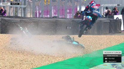 Motorcross of Moto3? Tsjech etaleert waanzinnige evenwichtsstunt na crash
