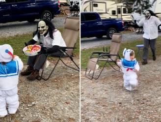 Zo schattig was Halloween nog nooit: Kind verjaagt monster