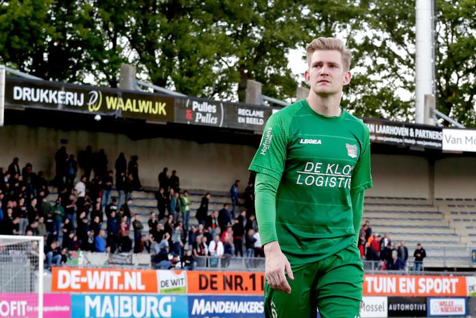 NEC-doelman Mattijs Branderhorst zoekt met een betraande gezicht na de uitschakeling door RKC de kleedkamer op in Waalwijk.